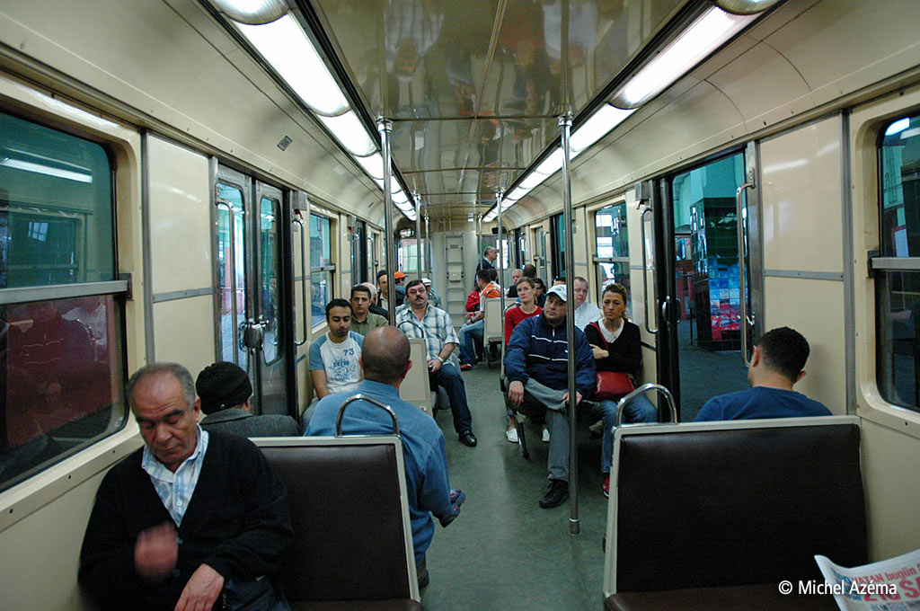 Funicular istanbul t nel galata p ra for Metro interieur