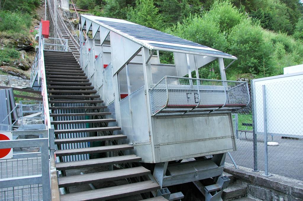 Une ancienne cabine en aluminium à Châtelard / Old aluminium cabin at Châtelard (Photo Funimag)