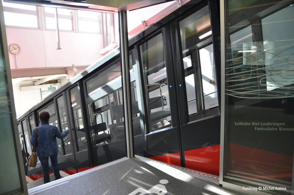 Compartiment pour personnes à mobilité réduites / Compartment for disabled persons