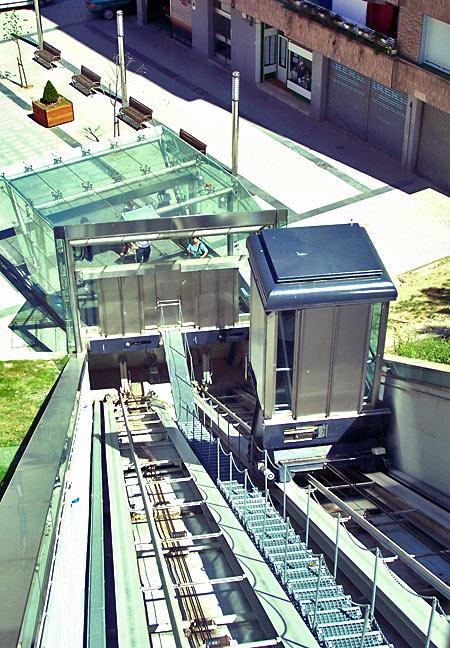 Calle Prim lifts