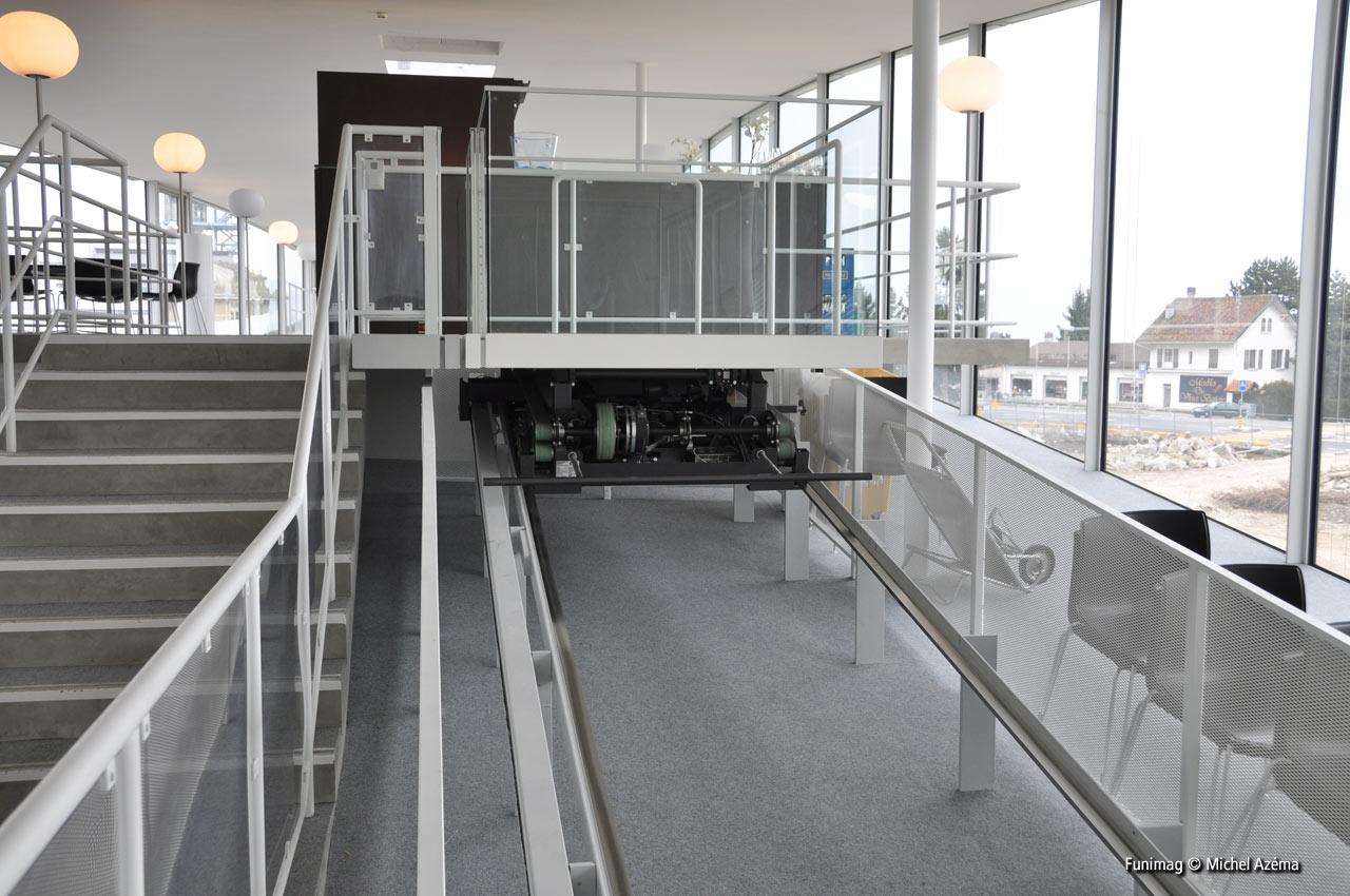 Ascenseur 1 et restaurant 'La Table de Vallotton' / Lift 1 and 'La Table de Vallotton' restaurant