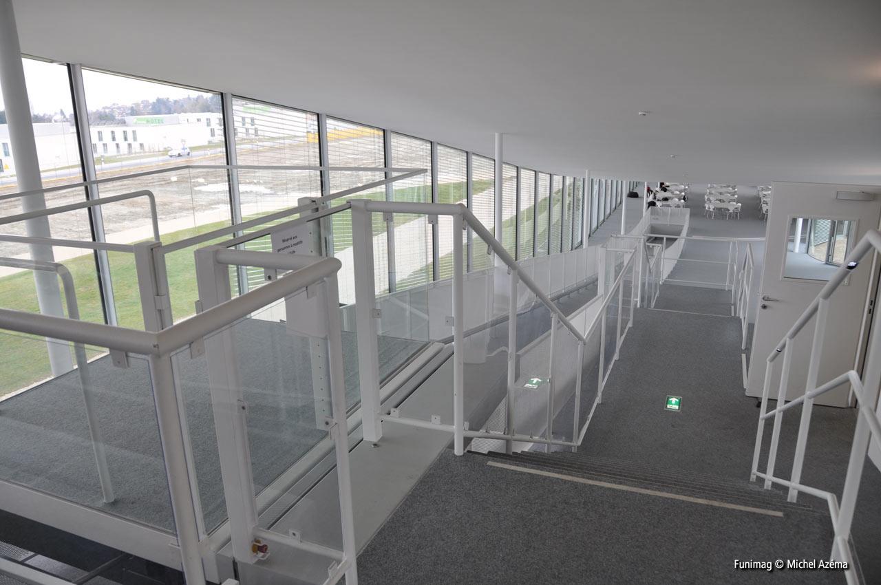 Ascenseur 1 et ses deux arrêts intermédiaires / Lift 1 and the two intermediary stops