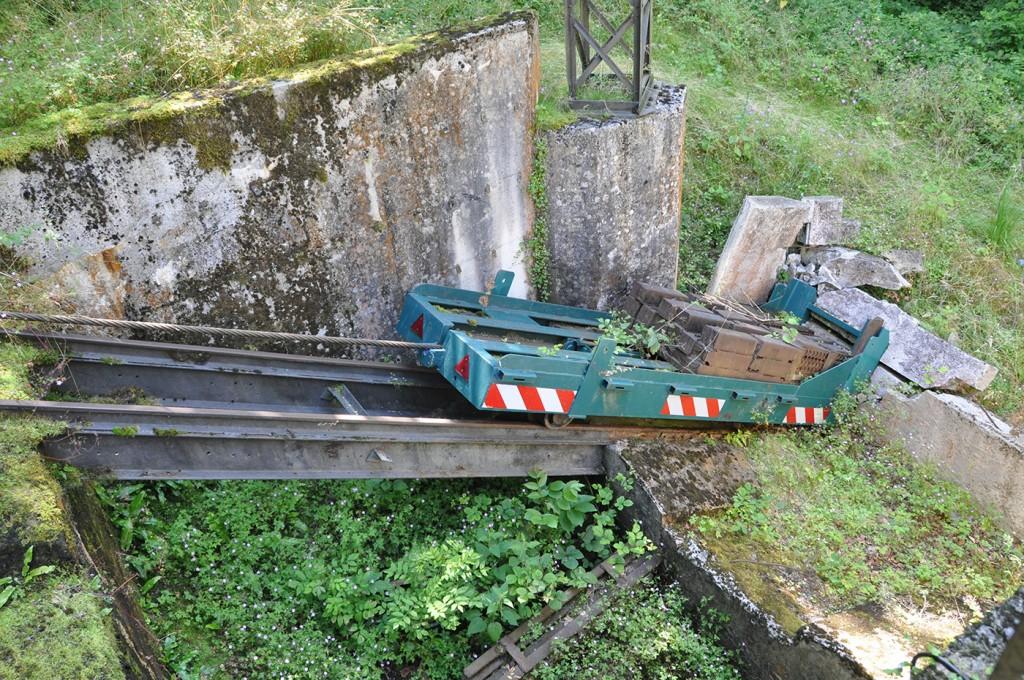 Chariot contrepoids ayant fait exploser le béton de la gare basse
