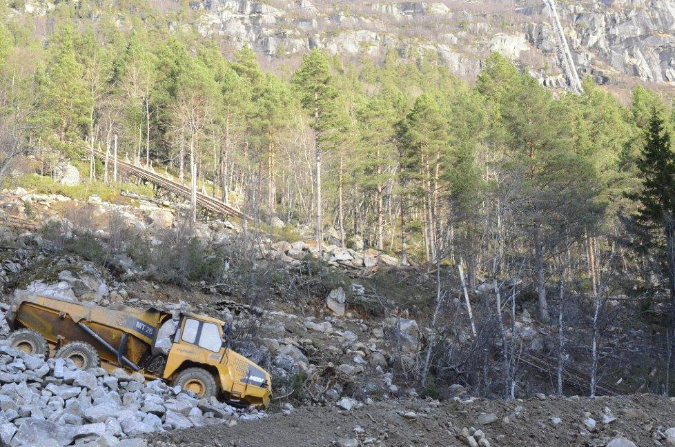 Début de la construction de la route / Beginning of the construction of the road (Photo Ernst Olsen).