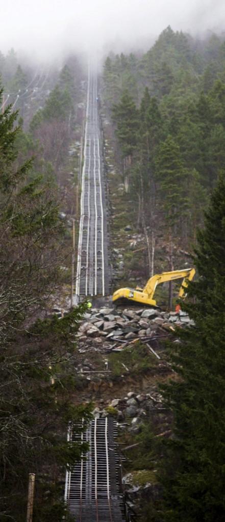 Début de la construction de la route / Beginning of the construction of the road (Photo Kai-Inge Melkeraaen)