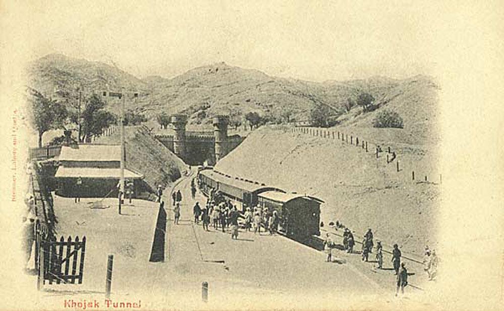 Khojak tunnel entrance / Entrée du tunnel Khojak