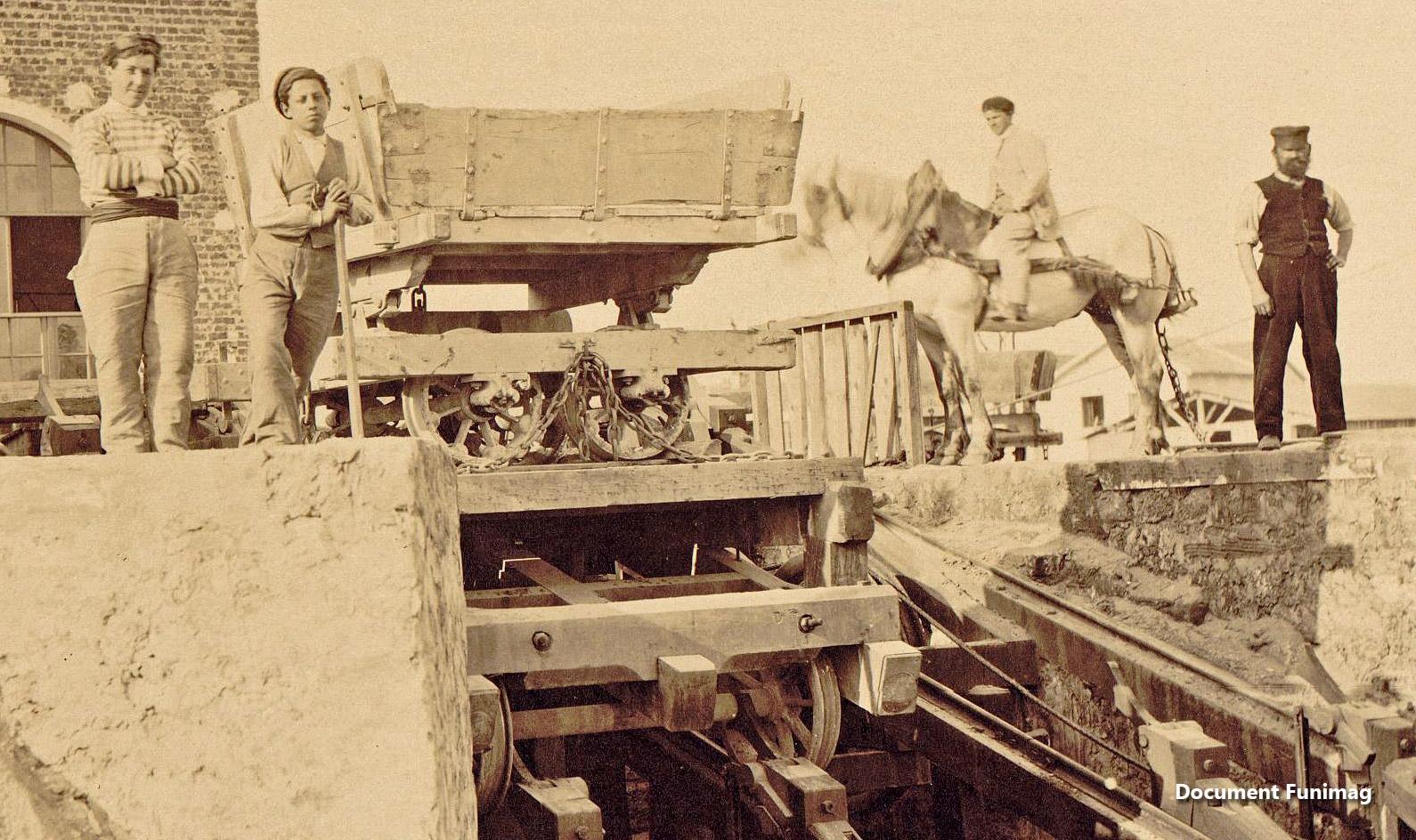 Détail de la plate forme / Detail of the funicular carriage