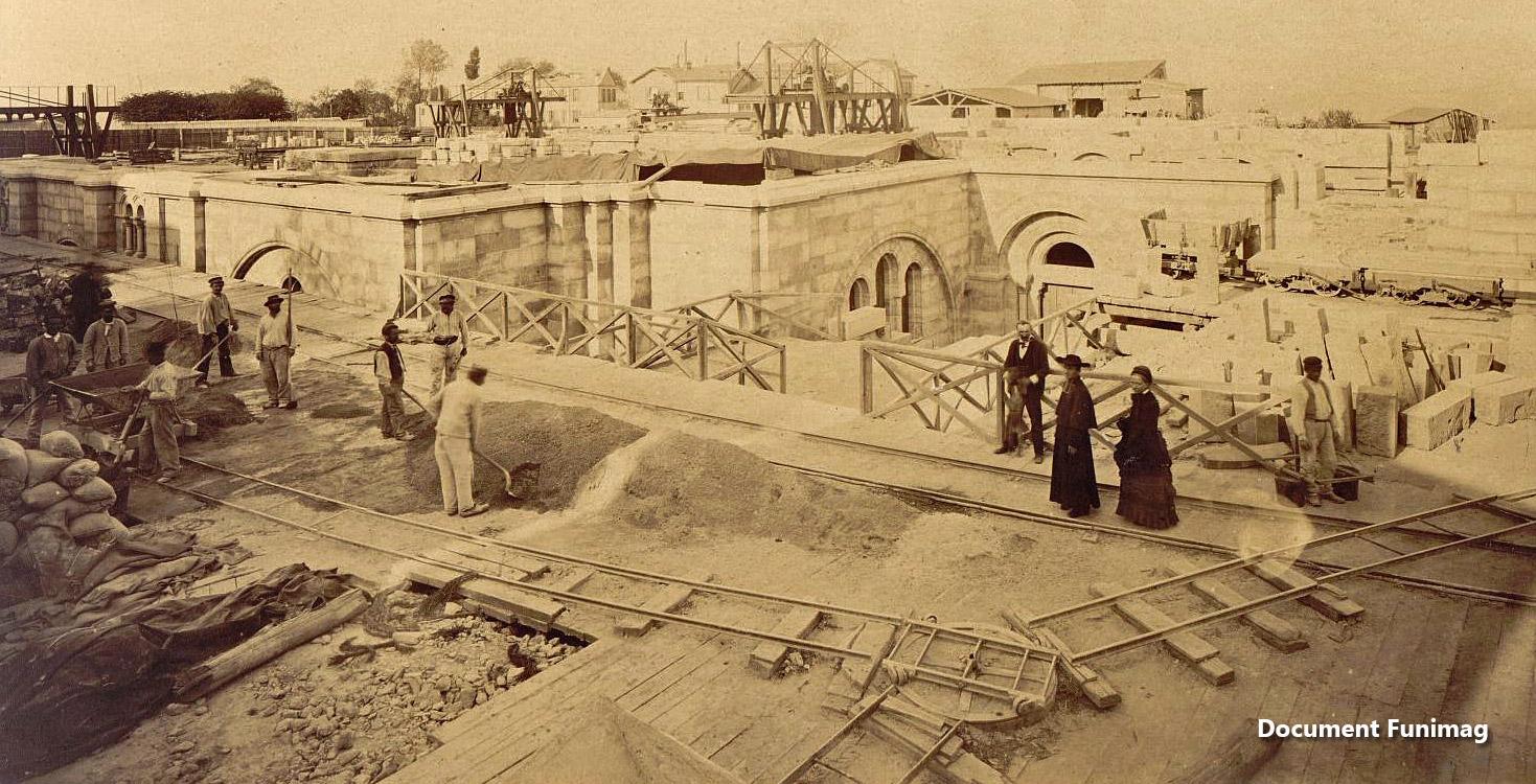 Le chantier de la basilique en 1879 / Construction of the basilica on 1879