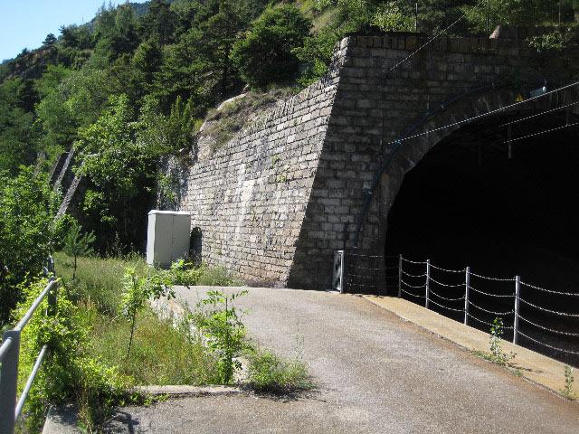Quai de transbordement à l'entrée du tunnel Sevistein III / Transshipment pier at he entrance of Sevistein III tunnel